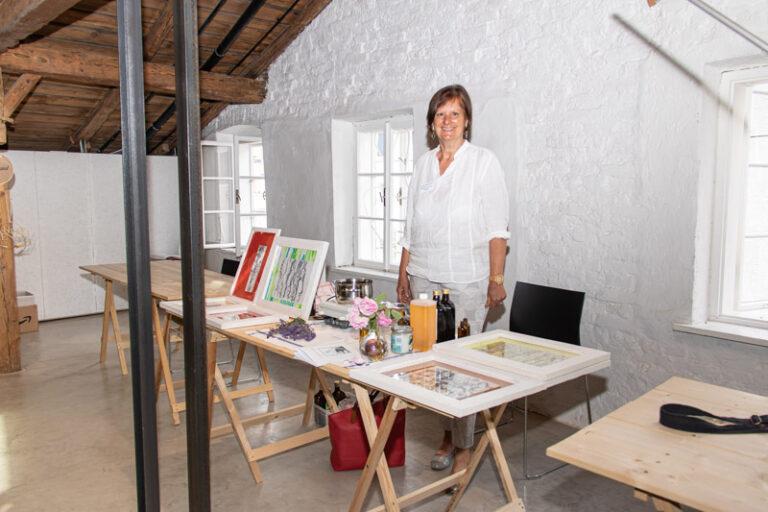 Kunst und Natur verbindet Martina Nimmervoll in Bildern, Düften, Cremen